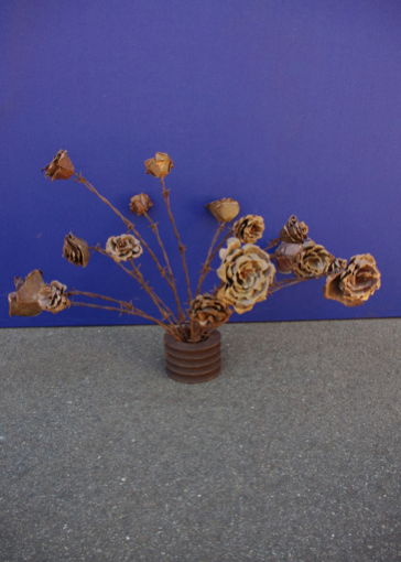 F000102x Barbed & Copper Roses